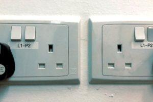 シンガポールのコンセントの形状と日本との電圧の違い