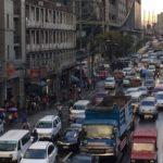 フィリピンのマニラで安全な交通手段。通勤や通学する人必見